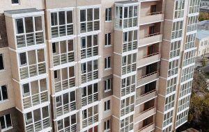 При покупке 1 и 2-комнатных квартир можно выбрать в подарок<br>один из четырех вариантов предложений на отделочные работы!<br> Срок действия акции до 31.07.2021 г.<br><br> *Подробности акции уточняйте в отделе продаж застройщика.